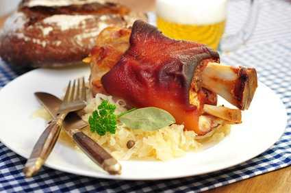 Bayerische Spezialitäten Schweinshaxe - clickandgrill.de